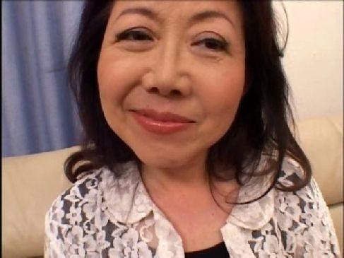 昭和の60歳の素人おばあさんがAV体験で黒ずみおまんこしてる日活系塾女性誌 画像無料