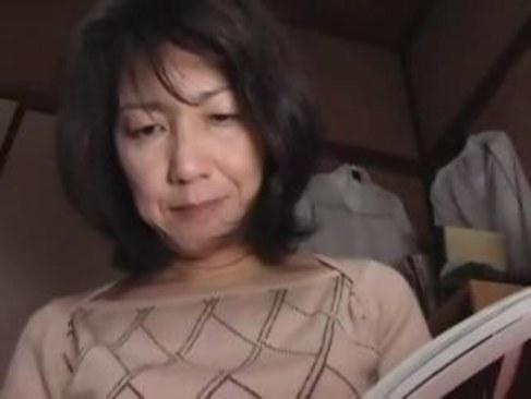 田舎の五十路熟女が寂しい夜を我慢できず近親相姦してしまう日活 無料yu-tyubu 昭和