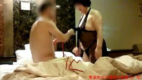 豊満な熟女妻が夫とラブホテルで緊縛されながら興奮して悶える人妻熟女の個人撮影動画