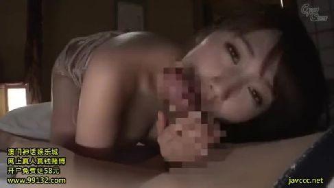 友人の息子に夜這いされ我慢出来ず上に跨り腰を振る熟女セックス動画