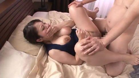 巨乳な義母が息子のザーメンに興奮して母子相姦していく熟女セックス動画