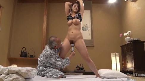 巨乳な美人妻が介護する義父に体を凌辱されながら淫乱に悶える熟女セックス動画