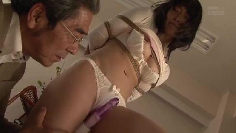夫の上司に騙され緊縛されながらSM調教されていく若妻のセックス動画