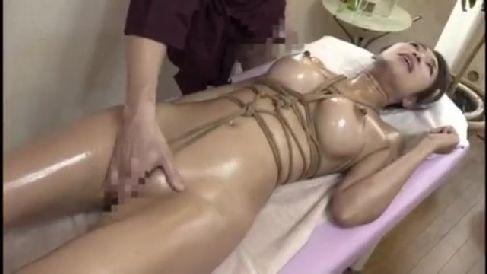美熟女な人妻が媚薬入りオイルで緊縛されながら快楽にはまり体を仰け反らせ昇天していく熟女セックス動画
