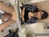 美人な若妻が分娩台で悪徳医師におまんこを弄られ喘ぎ声を堪えながら悶える一部始終を盗撮した熟女動画