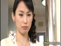 息子が好き過ぎて暴走する黒髪美熟女母のjukujyo動画