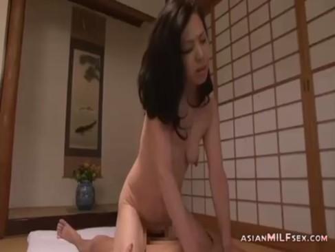 50代の垂れ乳おばさんが和室でセックスしてるjyukujo無料モザナシ!たっぷりとおまんこをハメられてイキまくるjyukujo動画画像無料